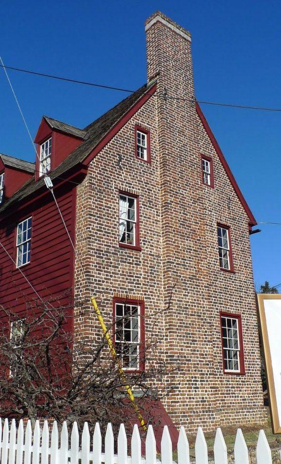 Shiplap-House-brick-gable-end-cellar-door